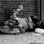 6 maneiras de ajudar moradores de rua no inverno