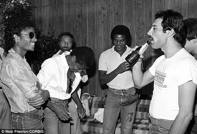 Ouça nova música do Queen e Michael Jackson