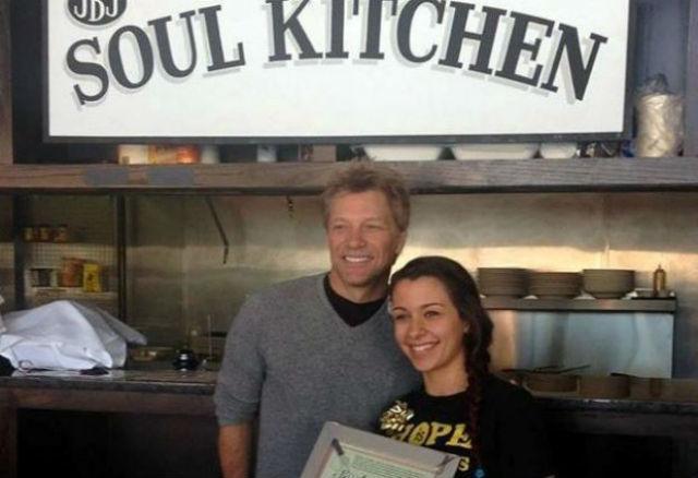 Bon Jovi mantém restaurante comunitário nos EUA