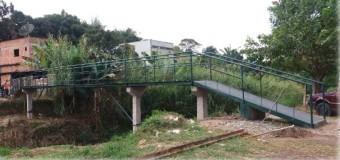 Moradores fazem ponte 50 vezes mais barata que a do governo