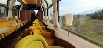 Trem com paredes de vidro dá visão privilegiada ao passageiro