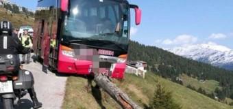 Turista puxa freio e salva 21 em ônibus após motorista desmaiar